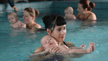 Neuer Babyschwimmkurs Planschen Und Wasserspaß Plus