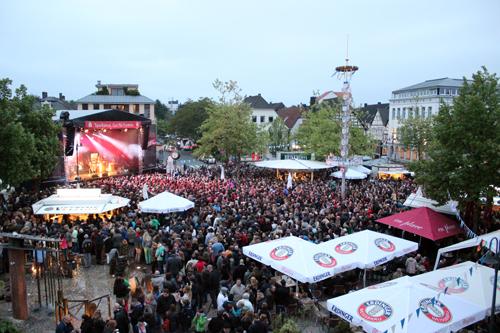 Foto: Antenne Unna Altstadtparty auf dem Kamener Markt (C) KamenWeb.de